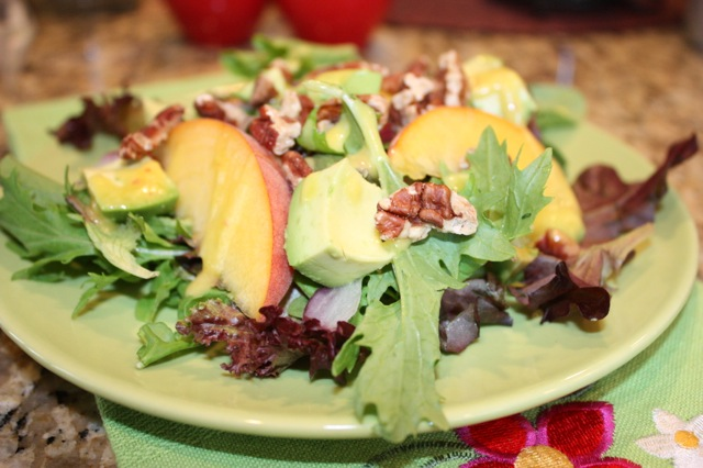 Peach Avocado Salad with Pecans | Lingonberry Lane